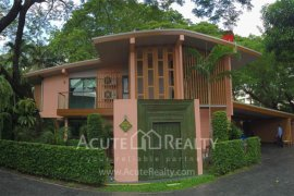 4 bedroom house for rent near BTS Chong Nonsi