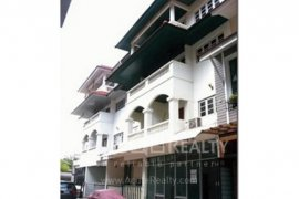 10 bedroom townhouse for sale in Phra Khanong, Bangkok