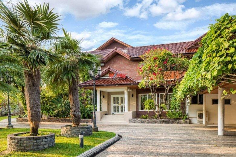 7 Bedroom House For Sale In Sam Sen Nok Huai Khwang7 Bed Khwang 240 000