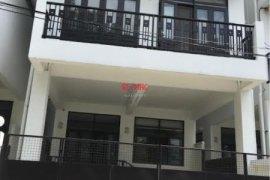 3 bedroom townhouse for rent in Phra Khanong Nuea, Watthana