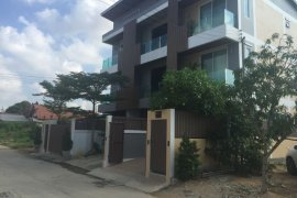 3 bedroom townhouse for sale in East Pattaya, Pattaya