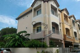 3 bedroom townhouse for sale in Sam Sen Nai, Phaya Thai