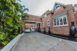9 bedroom house for sale or rent near BTS Phra Khanong
