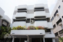 4 bedroom townhouse for rent near BTS Thong Lo
