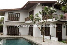 3 bedroom house for rent near BTS Phra Khanong