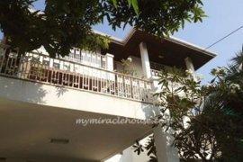 4 bedroom house for rent near BTS Phra Khanong