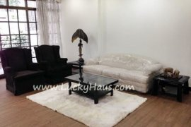3 bedroom townhouse for rent near BTS Chong Nonsi