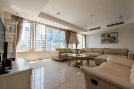 4 bedroom condo for rent near BTS Thong Lo