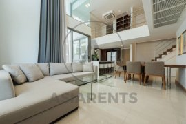 3 bedroom condo for rent in Downtown Sukhumvit 49 near BTS Ekkamai