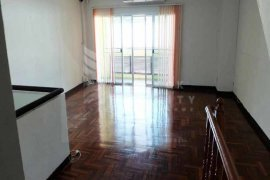 3 bedroom townhouse for rent near BTS Phrom Phong