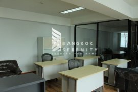 1 bedroom office for rent near BTS Thong Lo
