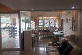 4 bedroom townhouse for rent near BTS Ekkamai