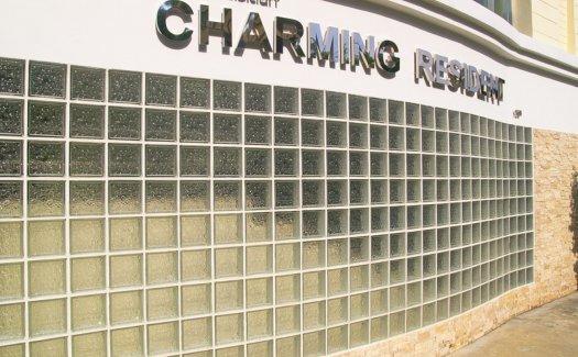 CHARMING RESIDENT