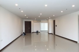 3 bedroom condo for sale in Supalai Prima Riva near MRT Queen Sirikit National Convention Centre