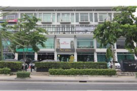 3 bedroom shophouse for sale in H-Cape Biz Sector On-Nut