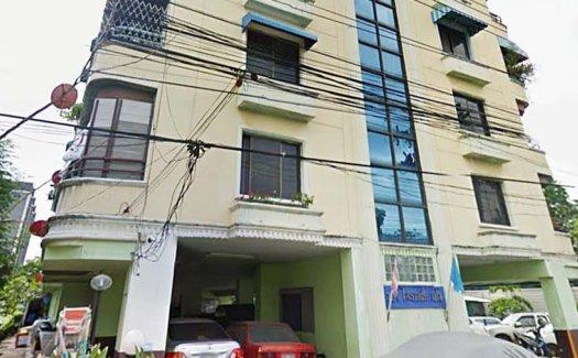 124 Privacy Condominium
