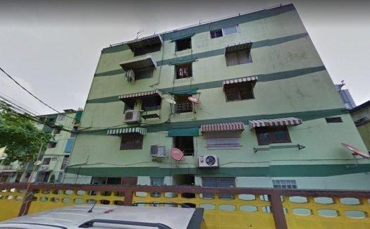 Pradipat Condominium
