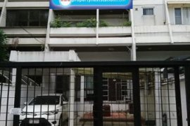 3 bedroom commercial for rent near BTS Phrom Phong