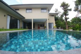4 bedroom house for rent near BTS Phrom Phong