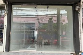 Commercial for sale in Wang Thonglang, Bangkok near MRT Lat Phrao 71