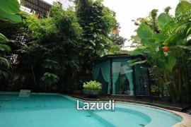 5 Bedroom House for sale in Lumpini, Bangkok
