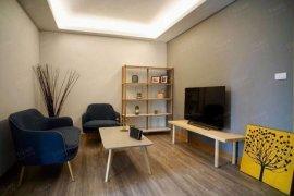 1 Bedroom Serviced Apartment for rent in Lily House, Khlong Tan Nuea, Bangkok near MRT Phetchaburi
