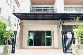 3 Bedroom Townhouse for rent in Baan Klang Muang Srinakarin, Nong Bon, Bangkok near MRT Si Udom