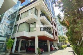 9 Bedroom House for sale in Khlong Toei Nuea, Bangkok