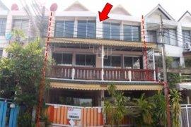 Townhouse for sale in Bang Kapi, Bangkok