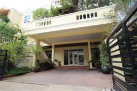 3 Bedroom House for rent in Khlong Toei Nuea, Bangkok near MRT Sukhumvit
