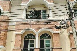 3 Bedroom Townhouse for sale in Khlong Chan, Bangkok