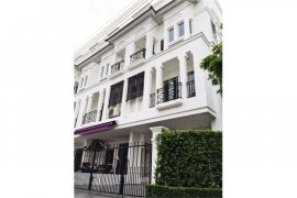 4 bedroom townhouse for rent in Phra Khanong, Bangkok