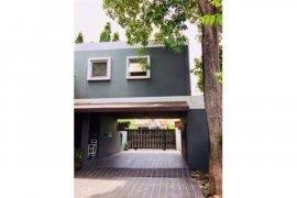 6 Bedroom House for sale in Phra Khanong, Bangkok