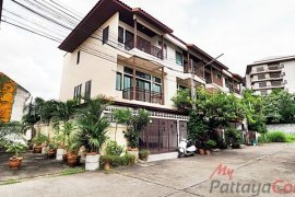 3 Bedroom Townhouse for sale in South Pattaya, Chonburi