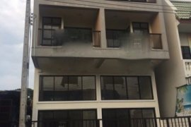 3 bedroom townhouse for sale or rent in Phra Sing, Mueang Chiang Mai