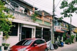 3 Bedroom Townhouse for sale in Sam Sen Nok, Bangkok
