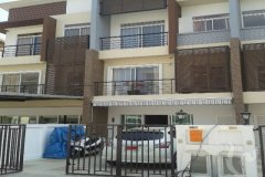 3 bedroom townhouse for sale or rent near MRT Lat Phrao