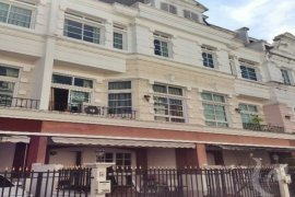 3 bedroom townhouse for rent in Bang Chak, Phra Khanong