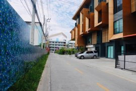 3 Bedroom Townhouse for Sale or Rent in Srinakarin, Bangkok near BTS Bearing