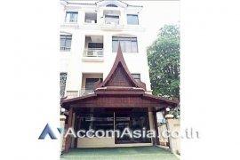 4 Bedroom Townhouse for rent in Bangkok near BTS Saphan Taksin