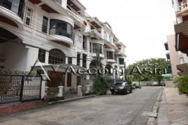 3 Bedroom Townhouse for rent in Khlong Tan Nuea, Bangkok