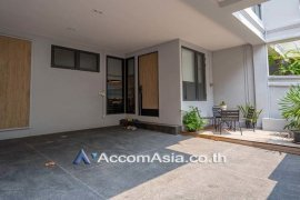 4 Bedroom Townhouse for Sale or Rent in Phra Khanong Nuea, Bangkok