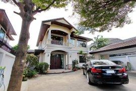 4 Bedroom House for rent in Phra Khanong Nuea, Bangkok