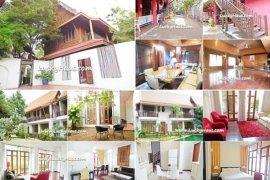 8 bedroom house for sale near BTS Phra Khanong