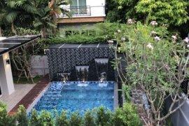 4 Bedroom House for sale in Phra Khanong, Bangkok near BTS Phra Khanong