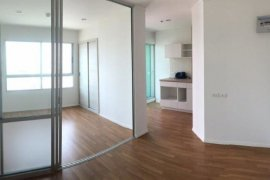 1 Bedroom Condo for sale in Talat Phlu, Bangkok