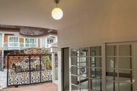 4 bedroom townhouse for sale or rent in Bangkok
