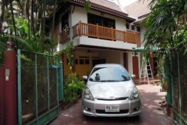 3 bedroom house for sale in Silom, Bang Rak