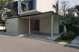 4 bedroom villa for rent near BTS Phrom Phong