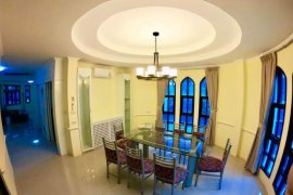 3 Bedroom Townhouse for rent in Khlong Tan Nuea, Bangkok